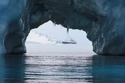 Eisberge und unser Schiff