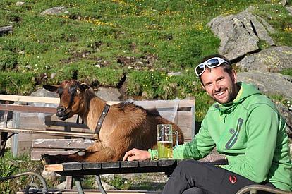 Bernhard mit der Ziege