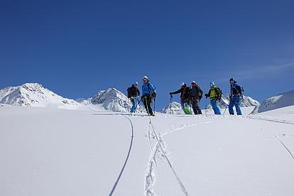 Skitourengruppe in den Ötztaler Alpen