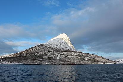 Ausblick vom Schiff auf die Berge