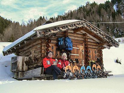 Gemütlicher Rastplatz bei der Schneeschuhtour