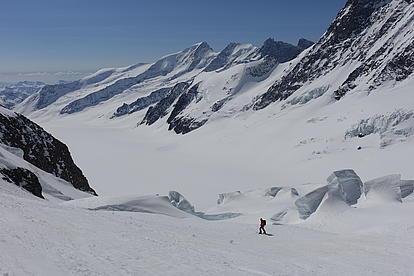 Abfahrt zwischen den Gletscherbrüchen in der Schweiz