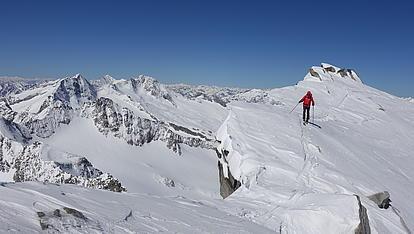 Auf dem schmalen Grat zum Gipfel