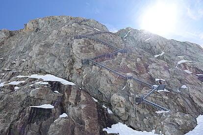 Viele Treppen führen zur Konkordia Hütte