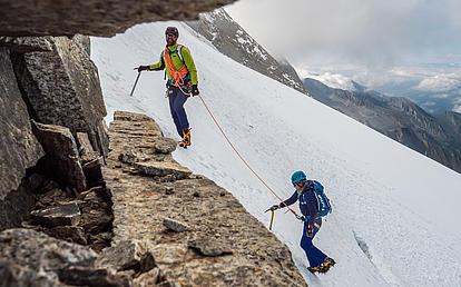 Aufstieg über das Schneefeld