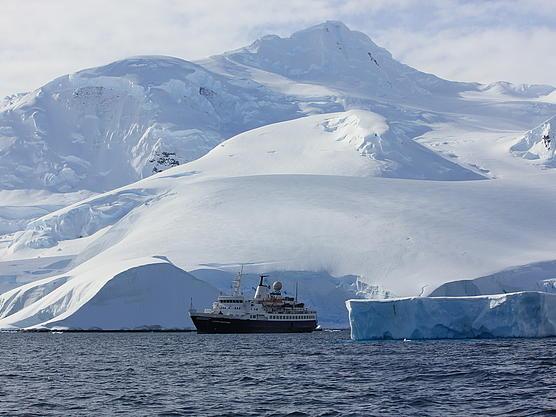 Unser Schiff ist unser Basecamp für diese Reise