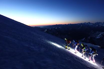 Gipfelaufstieg im dunkeln