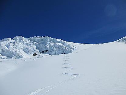 Abfahrt zwischen den Gletscherbrüchen